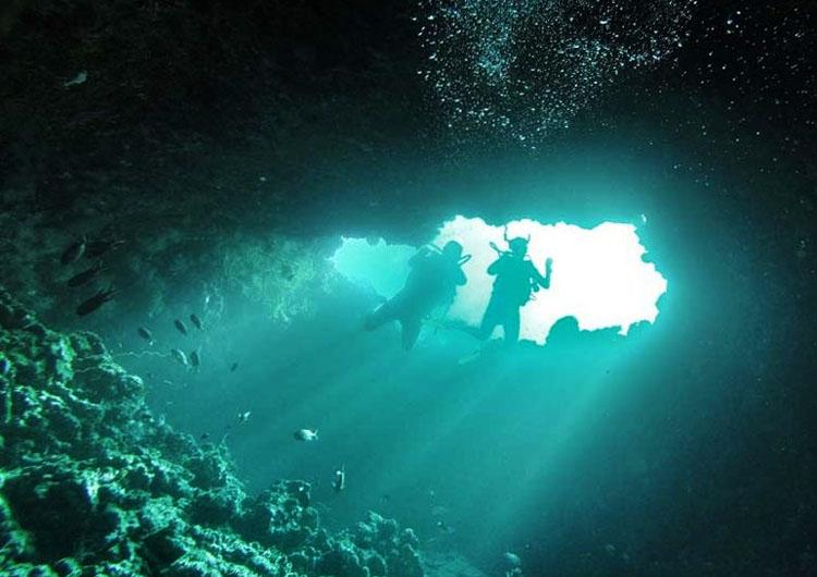 Blue Hole Finolhas Scuba Diving Baa Atoll